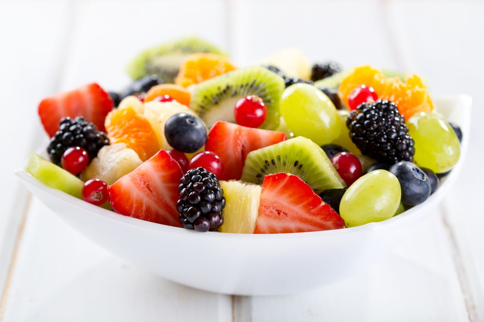 Healthy-mixed-bowl-of-Fruit-Salad-63061912.jpg